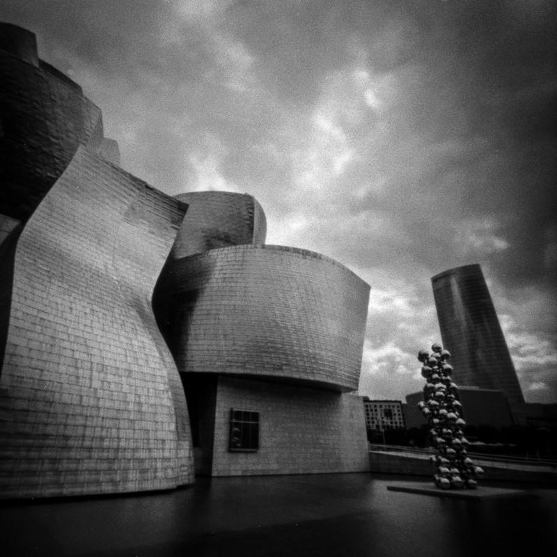 Quand la ville se fait shooter au sténopé  : 12 clichés poétiques et urbains par Marc Tassel,photographe.