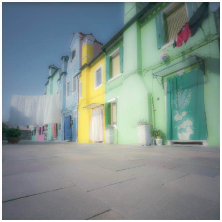La dolce vita italienne pour rêver et se laisser bercer, avec une série de photos de Burano, par Marc Tassel, douceurassurée…